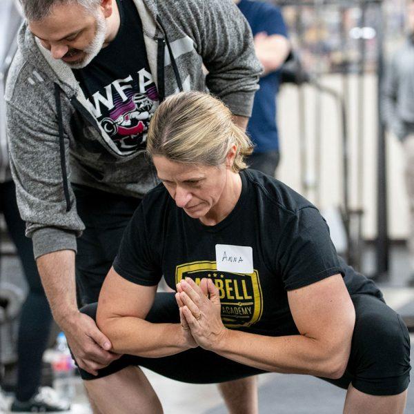 training camp troupos coaching squat