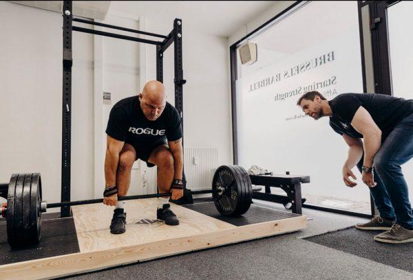 steve ross coaching a deadlift